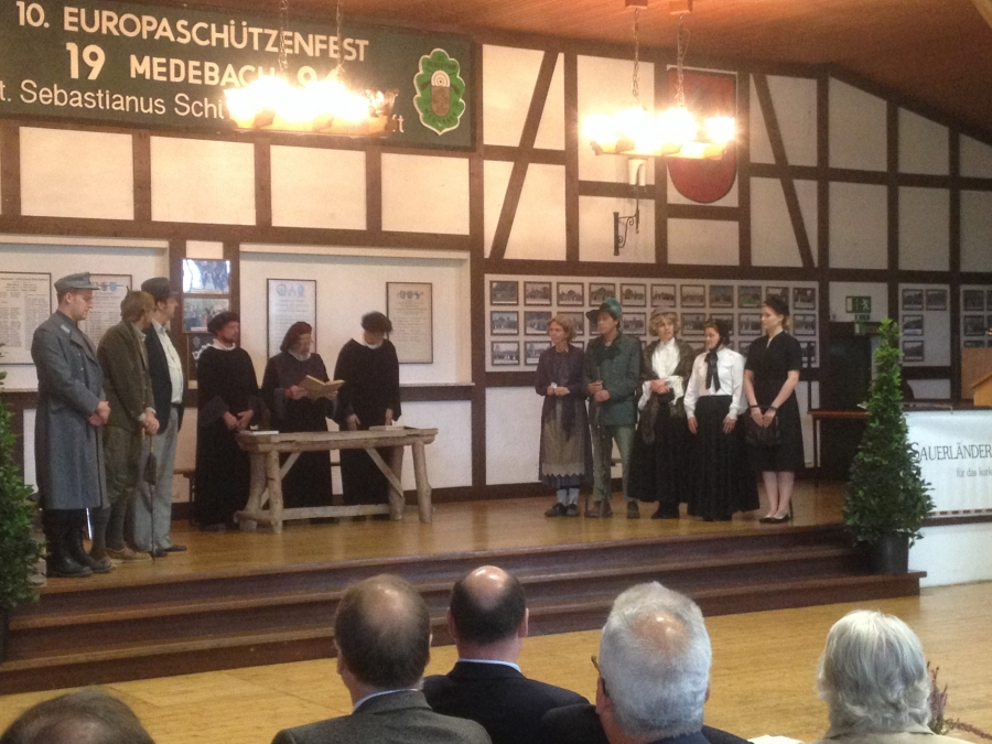 """Die Theatergruppe der Kolpingfamilie Medebach hat das Theaterstück """"Wilderei im Markenwald"""" aufgeführt"""